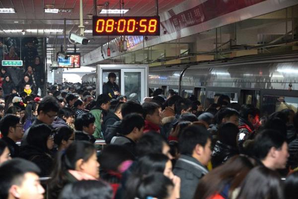 Hình ảnh Tránh quá tải trên tàu điện ngầm, gần 800 công ty ở Nhật Bản cho phép nhân viên làm việc tại nhà số 1