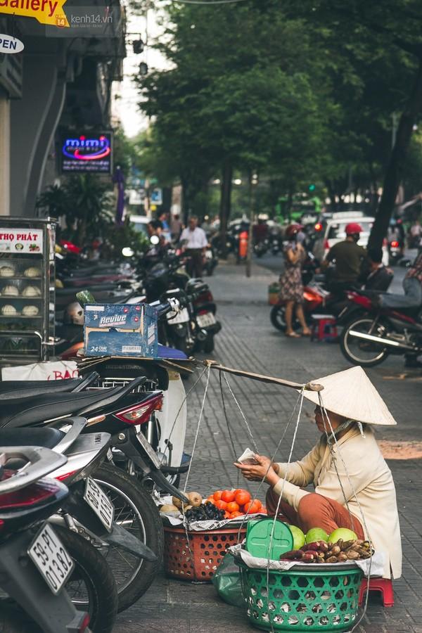 Chùm ảnh: Thương lắm những gánh quà rong trên phố Sài Gòn 4
