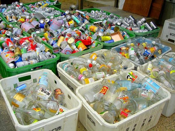 Một số loại rác như pin, nhiệt kế sẽ được xếp vào loại rác độc hạivà phải tuân theo quy định riêng.
