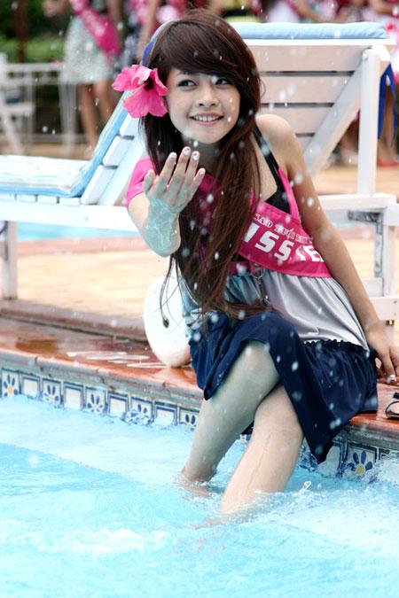 Khuôn mặt xinh đẹp tự nhiên gắn liền với nụ cười rạng rỡ của Chi Pu đã nhanh chóng gây ấn tượng trong lòng giới trẻ.