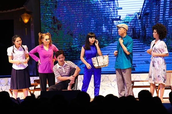 Ở diễn biến chính của liveshow, Trường Giang xuất hiện với 4 hình ảnh khác nhau trong 4 tiểu phẩm có nội dung gắn liền với các câu chuyện đời sống thường ngày.