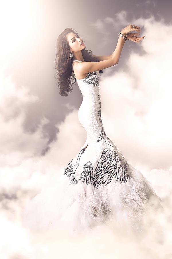 Trang phục dạ hội lấy cảm hứng từ thiên nga trắng.