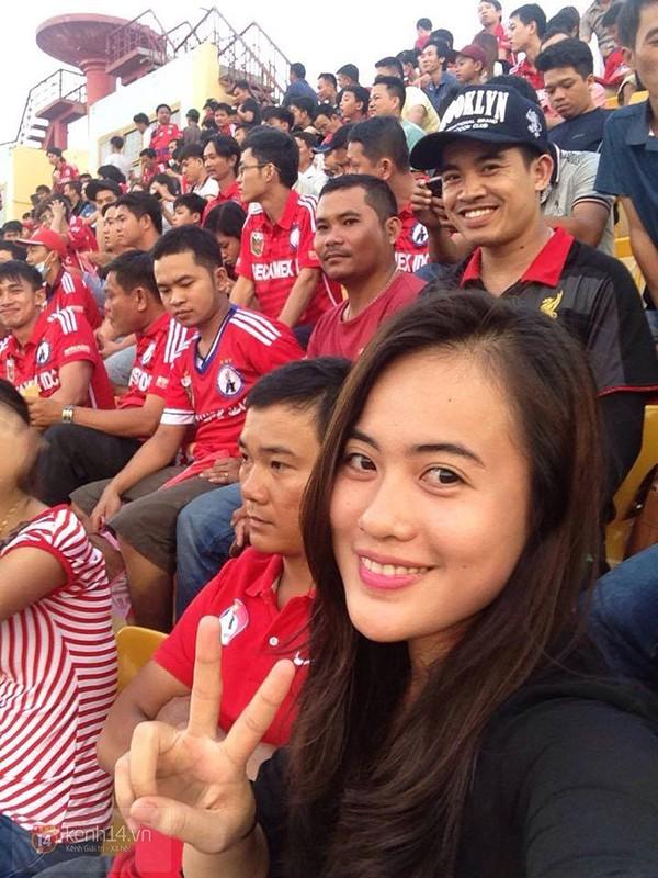 Cô gái sinh năm 1992 thường xuyên đến sân Gò Đậu để cổ vũ cho đội bóng đất Thủ. Trương Yến cũng đã xin gia nhập vào Hội CĐV bóng đá Bình Dương