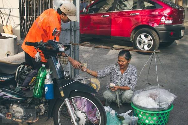 Chùm ảnh: Thương lắm những gánh quà rong trên phố Sài Gòn 6
