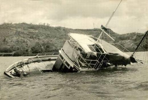 MV Joyita là con tàu đã mất tích ở phía Nam Thái Bình Dương cùng 25 hành khách và thủy thủ đoàn. Nó được tìm thấy sau 5 tuần và rất nguyên vẹn, ngoại trừ việc bị chìm một nửa, 4 tấn hàng hóa và toàn bộ phi hành đoàn mất tích bí ẩn. (Ảnh: Internet)
