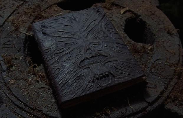 Cuốn sách Necronomicon huyền bí