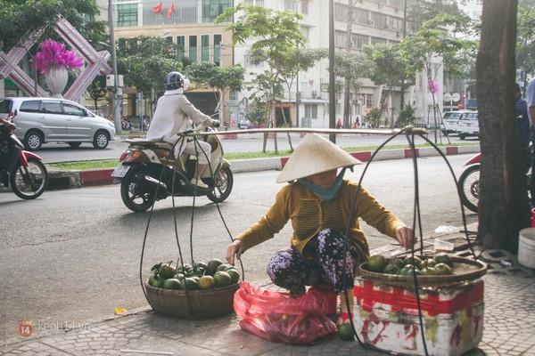 Chùm ảnh: Thương lắm những gánh quà rong trên phố Sài Gòn 8