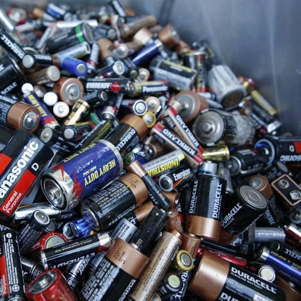 Pin, nhiệt kế... là những loại rác độc hại