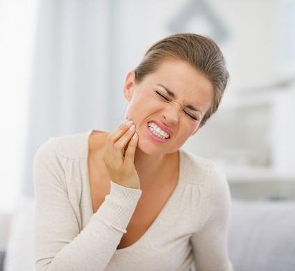 Mọc răng khôn gây đau đớn vô cùng