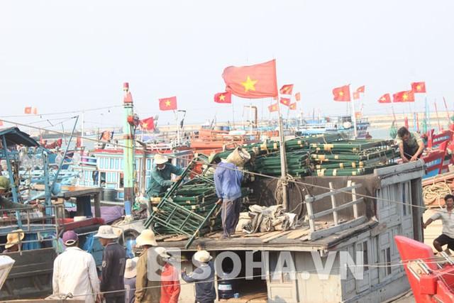 Ngư dân Quảng Ngãi đang bị nhiều tàu của Trung Quốc quấy nhiễu khi đánh bắt trong vùng biển chủ quyền của Việt Nam.