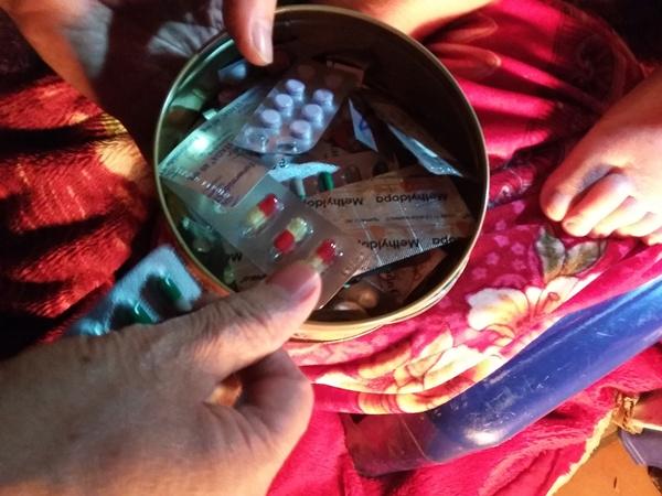 Hiện tại, cụ Cúc phải dùng không biết bao nhiêu loại thuốc.