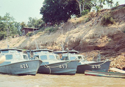 Xuồng tuần tra trên sông của Hải quân nhân dân Lào