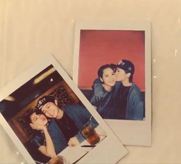 Đầu tháng 2 vừa qua, Chi Pu đăng tải lên trang ảnh cá nhân hình Gil Lê thơm má tình cảm cùng dòng trạng thái Yêu bạn lắm bạn ơi....