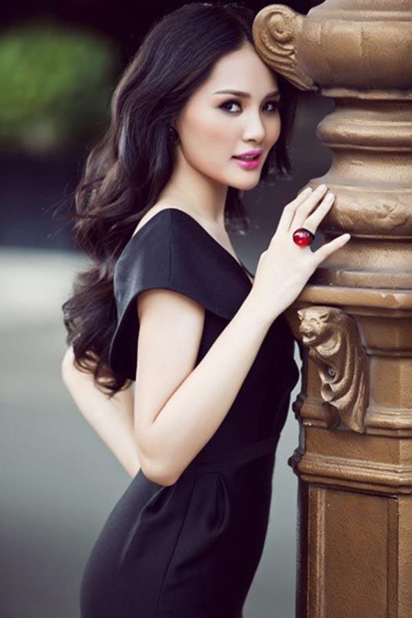 Năm 2009. Hương Giang đại diện cho Việt Nam tham gia Miss World và lọt vào Top 16. Cô còn được website uy tín Globalbeauties bình chọn là Hoa hậu đẹp nhất châu Á.