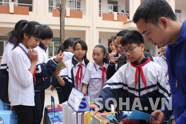 Ngày hội đọc sách diễn ra trong khuôn viên trường.
