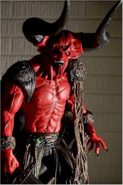 Ban đầu, quỷ Satan là một vị thần có chức vụ cao nhất sau chúa trời, đẹp đẽ  và hùng mạnh nhất trên thiên đàng.