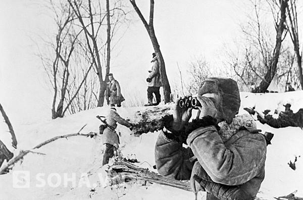 Các chiến sĩ biên phòng Xô viết tại biên giới với Trung Quốc năm 1969.