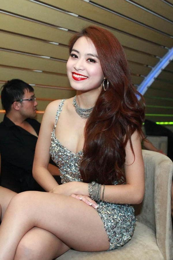 Hiện tại, Hoàng Thùy Linh vẫn duy trì hình ảnh gợi cảm của bản thân dù vóc dáng, hình thể của cô có nhiều hạn chế so với những ca sĩ nổi lên cùng thời.