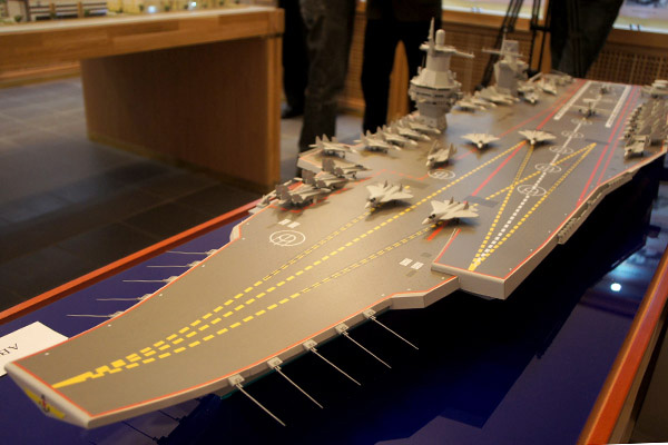 Mô hình siêu tàu sân bay tương lai của Nga, do viện Krylov ở St.Petersburg thiết kế - Ảnh: RG