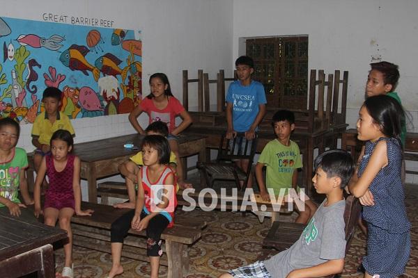 Ngoài giờ học tập các em tại Trung tâm được giải lao xem tivi, tham gia các hoạt động thể thao,...