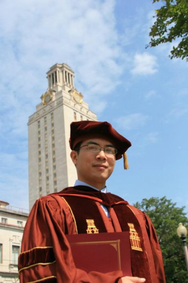 Ông nhận bằng tiến sỹ năm 2007 tại Đại học Texas tại Austin.