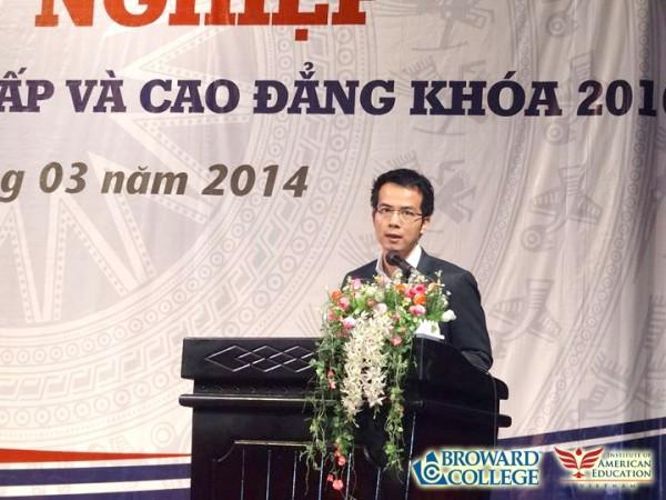 Tiến sĩ Trần Vinh Dự với bài diễn văn gây chấn động.