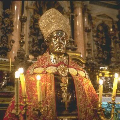 Tượng thánh Januarius ở Naples.