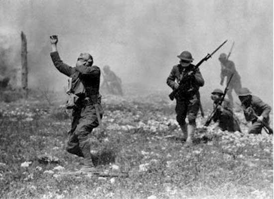 VX có thể khiến binh lính hành động không kiểm soát như quay sang tàn sát đồng đội...