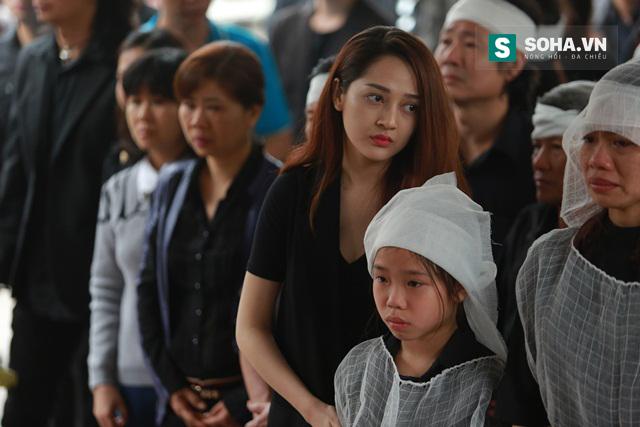 Ca sĩ Bảo Anh - học trò Trần Lập trong chương trình The Voice cũng đã bay  ra Hà Nội để tiễn đưa người thầy của mình.