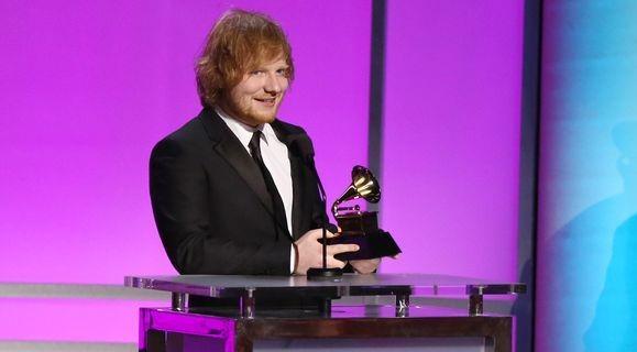 Ed Sheeran nhận giải thưởng Ca khúc của năm với bản ballad Thinking Out Loud.