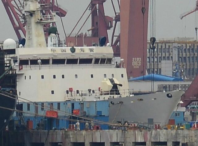 Hình ảnh Trung Quốc lắp pháo 76mm cho tàu hải cảnh.