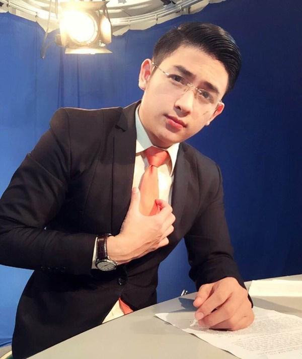 Đẹp trai, sáng sủa, thân hình sáu múi săn chắc cùng nhiều tài lẻ, phát  thanh viên được cho là đẹp trai nhất Việt Nam nhận được sự chú ý từ dân ...