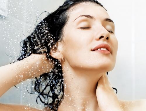 Nước quá lạnh hoặc quá nóng có thể khiến cơ thể không kịp thích nghi với sự thay đổi nhiệt độ dẫn đến phản ứng nhiệt và ảnh hưởng đến quá trình lưu thông máu. Ảnh minh họa.