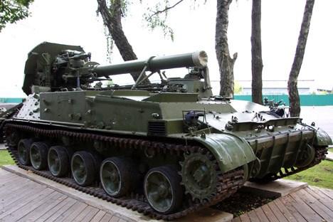 Pháo cối tự hành 2S4 Tulipan do Liên Xô chế tạo.