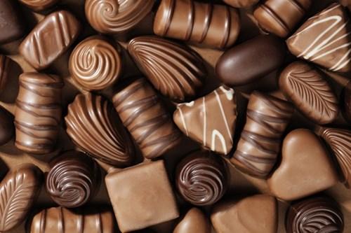 http://sohanews.sohacdn.com/k:2016/10-20160407-020008-chocolates-600x400-1460538674409/neu-rat-them-nhung-mon-nay-ban-dang-gap-nhieu-van-de-ve-suc-khoe.jpg