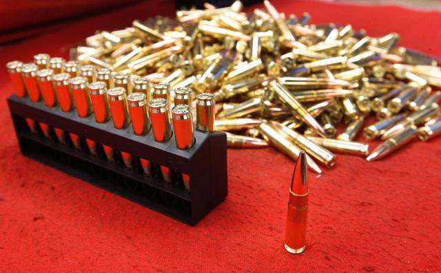 Bức ảnh này cho thấy vẻ đẹp đáng kinh ngạc của những viên đạn 300 AAC Blackout. Loại đạn này được sử dụng cho súng carbine M4 - khẩu súng phổ biến trong biên chế của các lực lượng vũ trang Hoa Kỳ.