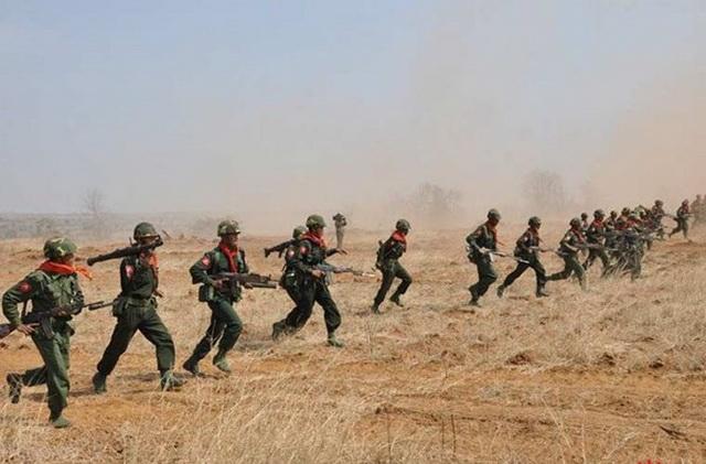 Thời gian gần đây Lục quân Myanmar đã được đầu tư hiện đại hóa khá mạnh, trong trang bị của họ có nhiều vũ khí, khí tài tối tân do Liên Xô/Nga, Trung Quốc và cả phương Tây sản xuất.