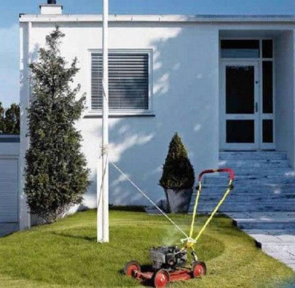 14. Sáng kiến không tồi khi vợ bảo cắt cỏ mà đang bận vào ngủ nướng thêm.