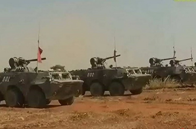 Xe thiết giáp chở quân Type 92 (WZ551) do Trung Quốc sản xuất dựa trên mẫu VAB của Pháp trong biên chế Lục quân Myanmar, chiếc APC này có trọng lượng 15 tấn, trang bị pháo tự động 25 mm, kíp lái 3 người và mang theo 9 binh sĩ, nhờ có cửa đuôi mà độ an toàn của Type 92 cao hơn các loại BTR.