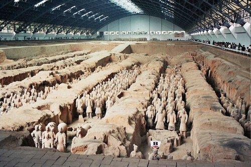 Một phần bên trong ngọn đồi, nơi người dân Tây An khi đào giếng đã vô tình phát hiện ra số lượng tượng binh sĩ bằng đất nung khổng lồ.