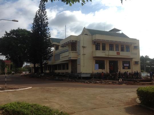 Để di dời tòa nhà, công ty đã phải vận chuyển 300 tấn thiết bị từ phía Bắc vào Đắk Lắk. Ảnh ông Khánh cung cấp