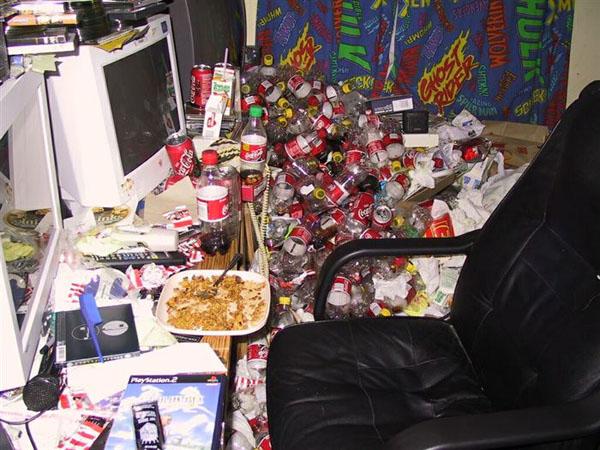 22. Căn phòng của người không biết đi đổ rác.