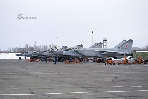 Tuy Chiến tranh Lạnh đã kết thúc hơn 20 năm, nhưng Nga hiện vẫn duy trì sức mạnh quân sự đáng kể trên bán đảo Kamchatka, trong đó bao gồm các tiêm kích đánh chặn MiG-31 lừng danh thế giới.