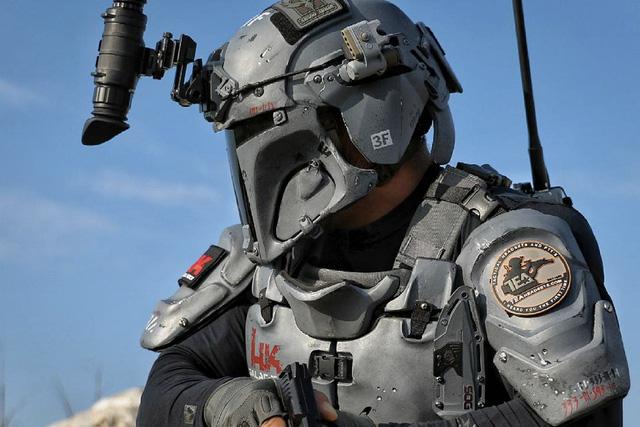 Mũ của bộ giáp được cung cấp bởi nhà sản xuất Team Wendy