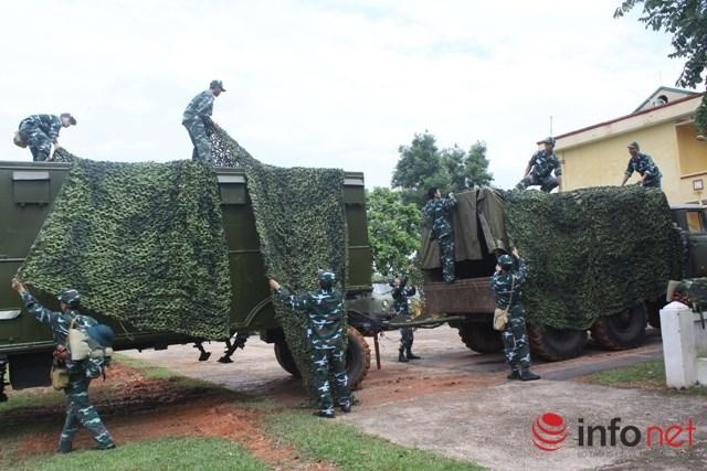 Ngụy trang xe máy, khí tài chuẩn bị cơ động trong diễn tập tại Sư đoàn 365