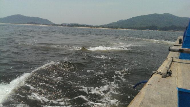 Vệt nước khác thường trên vùng biển Kỳ Xuân - Hà Tĩnh - Ảnh: Cơ quan chức năng cung cấp