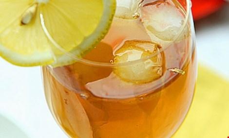 Các loại trà trái cây hay trà thảo dược đều là trà được pha trộn với các thực phẩm khác. Hình minh họa.