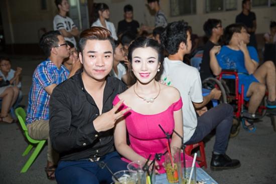 Linh Miu - Hữu Công là cặp đôi diễn viên trẻ giàu triển vọng của làng giải trí Việt Nam. Cả hai nổi tiếng vài năm qua nhờ đóng chung trong các clip hài hước và sexy.