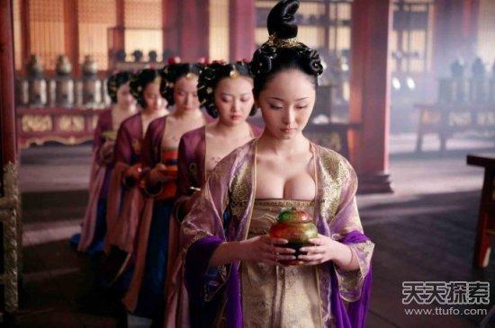 Cuộc sống không lo áo cơm của các cung nữ thực chất lại vô cùng vất vả, khổ cực. (Ảnh: nguồn internet).