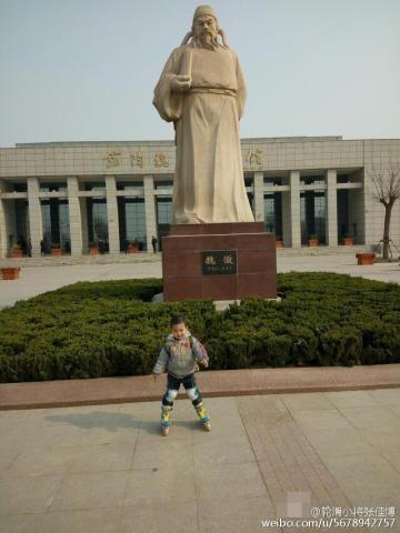 Sau 14 ngày, đến ngày 4/4 thì hai cha con kết thúc cuộc hành trình. Như một phần thưởng cho chuyến đi xa này, anh Zhang đã dẫn con trai đi thăm rất nhiều địa điểm du lịch ở Bắc Kinh. Cuộc sống này giống như ta đi trên một con đường, lúc bằng phẳng lúc gập ghềnh. Tôi hy vọng những kinh nghiệm trong chuyến đi này sẽ để lại ấn tượng sâu sắc khi cháu lớn lên, anh Zang chia sẻ.